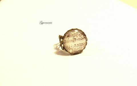 hangjegyes gyűrű