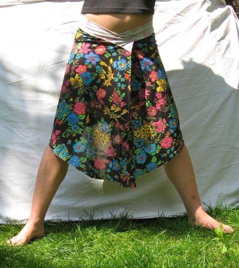frivol - Fekete virágos szoknya