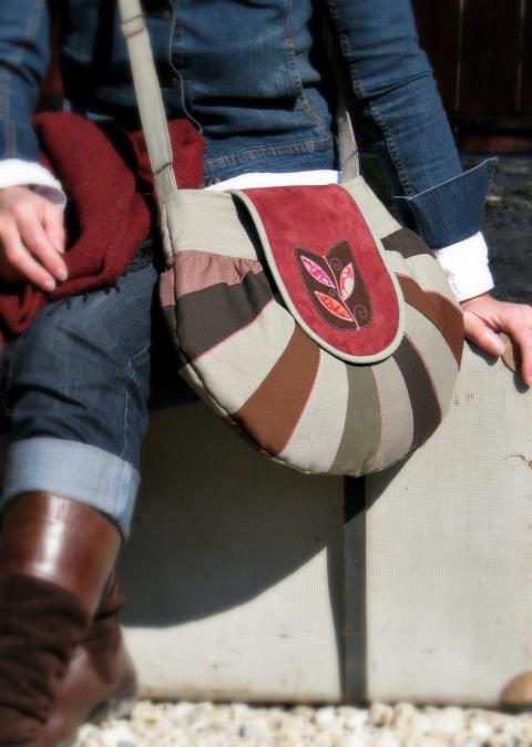 Colette - Kerek a világ táska tulipánablak motívummal, Meska