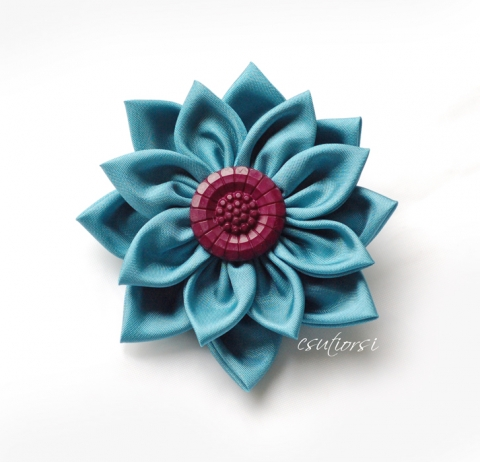 Csutiorsi - Türkiz textil virág kitűző, Meska