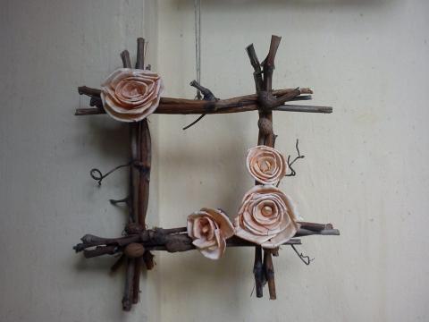 Virágos vessző ajtódísz