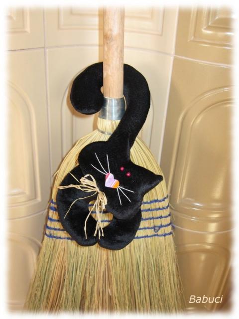 Babuci - Szerencsehozó fekete macska, Meska