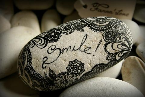Fanna88 - Smile feliratú kő dekoráció, Meska