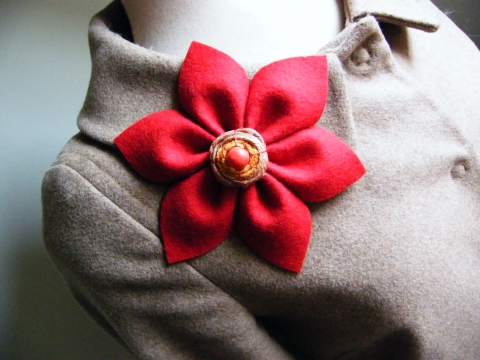 Garka - Piros virág bross, Meska