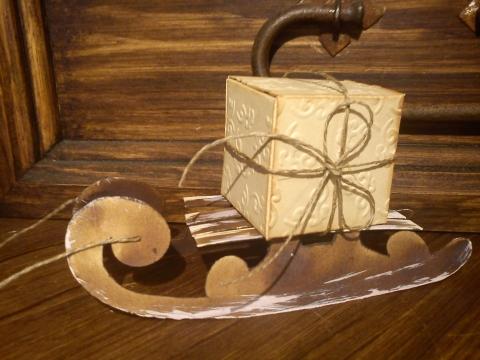 Paplap - Karácsonyi ajándékdodboz szánkón, Meska