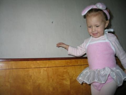 Balerina nyuszi, babajelmez., Ruha, divat, cipő, Baba-mama-gyerek, Gyerekruha, Kisgyerek (1-4 év), Termo-velúr anyagból készült jelmez. most fehérben és rózsaszínben van. Ruhácska + fejpánt..., Meska