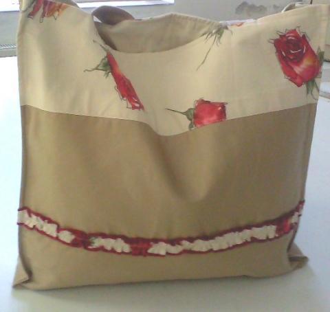 Rózsás-fodros ,ÓRIÁS  bevásárló táska, Táska, Szatyor, Drapp és rózsás vászonból készült ez az óriás bevásárló táska ,bélelt belsejében egy ..., Meska