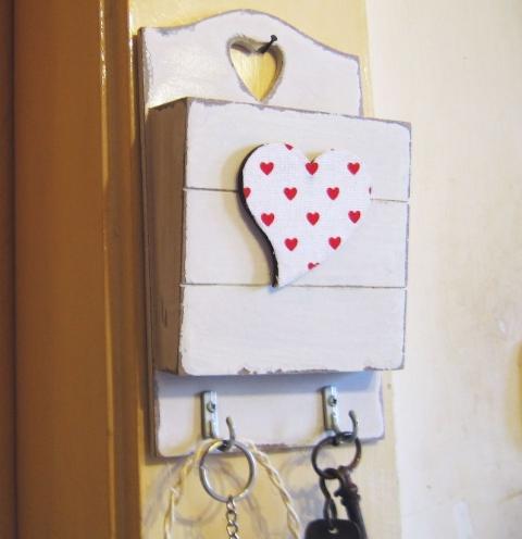 Emlékeztető tartócska kulcstartó......fából (emotionmanual) - Meska.hu