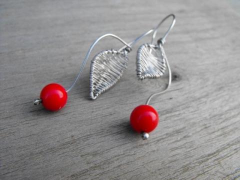 MÁJUSI csresznye ezüst fülbevaló, Ékszer, óra, Fülbevaló, Ezüstből és bambuszkorallból készítettem fülbevalót. Hossz:5,8 cm.  Kézzel formázott és f..., Meska