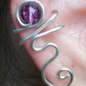 Lila hajlított fülgyűrű, Ékszer, óra, Fülbevaló,  Ezüstözött drótból kézzel hajlított lila fülgyűrű. Más színben is kérhető, Meska