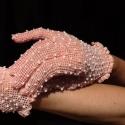 Rózsaszín horgolt menyasszonyi/ estélyi kesztyű, Ékszer, óra, Esküvő, Ruha, divat, cipő, Kendő, sál, sapka, kesztyű, Horgolás, Horgolt sápadt rózsaszínű cérnakesztyű tömérdek vegyes kagylófehér gyöngyszemekkel   Amiből tervezt..., Meska