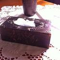 Antikolt hatású váza és zsepkendőtartó magyar motívummal lila/bronz színben, Dekoráció, Magyar motívumokkal, Festett tárgyak, Eredetileg saját részre készítettem ezt a nagyon kellemes hangulatot adó összeállítást. Szándékosan..., Meska