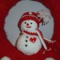 Hóemberes ajtódísz, Baba-mama-gyerek, Dekoráció, Gyerekszoba, Karácsonyi, adventi apróságok, Kötés, Horgolás, Hóemberkés ajtódísz 25 cm-es szalmaalapot bevontam textillel,majd kötöttem egy puha piros kabátot r..., Meska