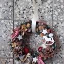 KARÁCSONYI kopogtató, ajtódísz, HINTALOVAS, Dekoráció, Otthon, lakberendezés, Karácsonyi, adventi apróságok, Ünnepi dekoráció, Virágkötés, Mindenmás, Még tart az esős, szeles ősz, de lassan elérkezik az év legszebb ünnepe, a Karácsony, s vele az adv..., Meska