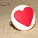 LOVE, Ékszer, óra, Gyűrű, Ékszerkészítés, Gyurma, Süthető gyurmából készült, szívecskés gyűrű. Egyszerű, letisztult igazi kézműves ékszer :)   Átmérőj..., Meska