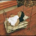Borsószem hercegkisasszony - horgolt baba ágyikóval, Játék, Baba játék, Baba-és bábkészítés, - Horgolt baba (20 cm) - fém drótból hajlított ággyal - ágyneművel - kinyomtatott mesével, Meska
