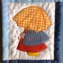 sárga esernyős Zsuzsi, Dekoráció, Baba-mama-gyerek, Kép, Patchwork, foltvarrás, Újrahasznosított alapanyagból készült termékek, A második esernyős-köpenyes Zsuzsi, vidám, esőűző, sárga esernyővel védekezik a kézzel hímzett esőc..., Meska