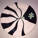 fekete-fehér tányér, Konyhafelszerelés, Kerámia, A natúr kerámia tányért fazekastól vásároltam, a mintát saját kezüleg festettem, majd mázaztam és a..., Meska