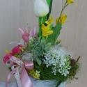 Tavaszi-nyári asztali dekoráció, Dekoráció, Otthon, lakberendezés, Baba-mama-gyerek, Gyerekszoba, Decoupage, szalvétatechnika, Virágkötés, Kedves, üde  kompozíciót készítettem színes virágokból, a magam díszítette  vödröcskébe. Az évzáró ..., Meska