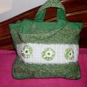 Akció!!!Zöld-fehér romantikus kézi táska.Selyem virágokkal díszítve., Táska, Ruha, divat, cipő, Szatyor, Varrás, Kötés, Egyedi,különleges táska,vászon béléssel. Hátoldalán tépőzárral zárható zsebbel. Belül is van plusz ..., Meska