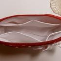 Neszesszer - piros fehér pöttyös, Ruha, divat, cipő, Szépségápolás, Táska, Neszesszer, Újrahasznosított alapanyagból készült termékek, Varrás, Piros fehér pöttyös anyagból készült neszesszer, melyet masni tesz még nőiesebbé és elegánssá.  Bel..., Meska
