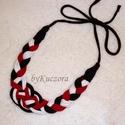 Textil nyaklánc, nyakék - fekete fehér piros, Ruha, divat, cipő, Ékszer, óra, Nyaklánc, Újrahasznosított alapanyagból készült termékek, Fonás (csuhé, gyékény, stb.), Puha pamut anyagból készült textil nyaklánc, mely elegáns kiegészítője lehet öltözékednek.  Előnye ..., Meska
