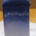 teafilter adagoló, kék, aprómintás, Konyhafelszerelés, Kerámia, A termék kerámiából készült. Kézzel festett, nincs két egyforma darab.  A filtertartóba egy doboz t..., Meska