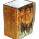 Szögletes üvegváza mutatós lovas dekorációkkall  !, Dekoráció, Otthon, lakberendezés, Ünnepi dekoráció, Kaspó, virágtartó, váza, korsó, cserép, Decoupage, szalvétatechnika, Masszív üvegváza- mutatós, lovas dekorációkkal, aranyozással ! Több oldalról fotózva ! Különböző ké..., Meska