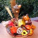 Őszi, hangulatos asztaldísz kosárkában, melegi színekben  !, Otthon, lakberendezés, Dekoráció, Kaspó, virágtartó, váza, korsó, cserép, Ünnepi dekoráció, Virágkötés, Hangulatos asztaldísz szalmakosárkában, madárkával,  termésekkel, kerámia díszekkel dekorálva ! Aká..., Meska