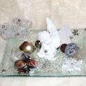 Kerámia angyalkás asztaldísz, fehér-ezüst színekben !, Otthon, lakberendezés, Dekoráció, Ünnepi dekoráció, Gyertya, mécses, gyertyatartó, Virágkötés, Kerámia angyalkás asztaldísz, üvegtálon, fehér-ezüst színekben, termésekkel, szalaggal, díszekkel d..., Meska