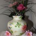 Üde, virágmintákkal dekorált, kis  üvegváza!, Otthon, lakberendezés, Dekoráció, Kaspó, virágtartó, váza, korsó, cserép, Dísz, Decoupage, szalvétatechnika, Üde, virágmintákkal, rózsákkal dekorált kis üvegváza! Magassága 11cm, átmérője az öblös részénél 11..., Meska