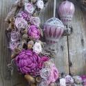 hőlégballonok-ajtódísz, Otthon, lakberendezés, Dekoráció, Kerti dísz, Dísz, Újrahasznosított alapanyagból készült termékek, Virágkötés, Ez egy igazán egyedülálló ajtódísz. Egy romantikus álom és egy kedves emlék ihlette.  Az alapot letö..., Meska