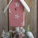 Rózsaszín romantika - asztaldísz, Dekoráció, Otthon, lakberendezés, Virágkötés, Famegmunkálás, Az agyagcserepet akril festékkel fehérre festettem. A cserép szélét repesztő lakkal kezeltem, így f..., Meska