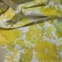 Nyári napsütés! Finom színek, szép rajzolat.  Terítő, abrosz étkezéshez vagy dekorációnak, Otthon, lakberendezés, Dekoráció, Lakástextil, Varrás, Ripsz szövésű pamutvászonból varrt szép rajzolatú,napsütötte sárga, vidám abrosz.  106x96cm  Dekorá..., Meska