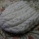 Fehér gyapjútartalmú fonalból kötött, nagyon meleg sapka, Ruha, divat, cipő, Kendő, sál, sapka, kesztyű, Sapka, Kötés, Gyönyörű sodrású fonalból  kötött, nagyon meleg, téli sapka.  Mutatós, dekoratív, kényelmes viselet..., Meska