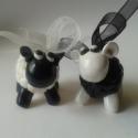 Báránykák, Dekoráció, Játék, Dísz, Játékfigura, Gyurma, Süthető gyurmából készült bárányka pár. Méretük: 3x3x2cm A fehér barit fekete, míg a feketét fehér s..., Meska