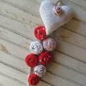 Szíves függő - piros - fehér  pöttyös ajtódísz, Baba-mama-gyerek, Dekoráció, Mindenmás, Otthon, lakberendezés, Varrás, Szíves függőmet ezúttal minőségi pöttyös vászon anyagokból készült  rózsák felhasználásával készítet..., Meska