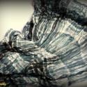 Muszlin csősál petrolkék árnyalatokkal (kisméretű, gyűrt), Ruha, divat, cipő, Kendő, sál, sapka, kesztyű, Sál, Női ruha, Varrás, Pihekönnyű muszlin csősál petrolkék-méregzöld-szürke-törtfehér árnyalatokkal.  Teljes anyagmérete 13..., Meska