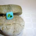 Türkiz gyűrű, üvegékszer , Ékszer, óra, Gyűrű, Üvegművészet, Türkiz üvegből készült gyűrű, melyre csillogó zöld és sárga vékony üveglapot olvasztottam.  A gyűrű..., Meska