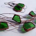 Redesign -borosüvegből ékszer, Ékszer, óra, Fülbevaló, Nyaklánc, Ékszerszett, Újrahasznosított alapanyagból készült termékek, Ékszerkészítés,  Tiffany technikával, zöld színű borosüvegből és rézhuzalból  készítettem pillekönnyű nyakláncot és..., Meska