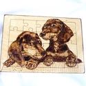 Kutyus mintás pirográf technikával készült puzzle, Otthon, lakberendezés, Játék, Falikép, Mindenmás, Pirográf technikával készült, (égetett) puzzle, fa alapon, kutyusos mintával. A5-ös méret., Meska