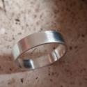 Férfi ezüst karika  gyűrű, Férfiaknak, Ékszer, óra, Gyűrű, Ötvös, Ékszerkészítés, Ezüst gyűrű mérete 72es,súlya6gr.szélessége 5.7mm.925ös ezüstből készült,fémjellel ellátva.kívül,be..., Meska