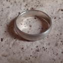 Férfi ezüst karika  gyűrű, Férfiaknak, Ékszer, óra, Gyűrű, Ötvös, Ékszerkészítés, Ezüst gyűrű mérete 58as,súlya3.8gr.szélessége 4.7mm.925ös ezüstből készült,fémjellel ellátva. kívül..., Meska