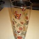 Üvegfestéssel díszített áttetsző üveg váza, Dekoráció, Otthon, lakberendezés, Ünnepi dekoráció, Kaspó, virágtartó, váza, korsó, cserép, Festett tárgyak, Saját tervezésű színes, virágos, pillangós mintámat duplán festettem a vázára. Mérete: magassága 26..., Meska