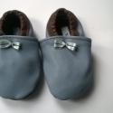 Babacipő, Baba-mama-gyerek, Ruha, divat, cipő, Cipő, papucs, Gyerekruha, Bőrművesség, Pihe-puha bőr babacipő. Unisex. A tiszta bőr cipő, egyaránt használható kocsicipőként illetve belté..., Meska