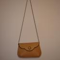 Vintage táska, Táska, Ruha, divat, cipő, Válltáska, oldaltáska, Bőrművesség, Vintage alkalmi táska. Egy rekeszes. A fémlánc karabínerrel levehető így borítéktáskaként is funkci..., Meska