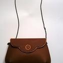 Vintage táska, Táska, Válltáska, oldaltáska, Bőrművesség, Romantikus alkalmi táska fém lánccal. Egy rekeszes. Méretei: 25x16cm vállpánt(lánc) hossza: 125 cm ..., Meska