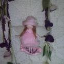 Rózsaszín virágtündér nemezelt függődísz, Dekoráció, Otthon, lakberendezés, Baba-mama-gyerek, Dísz, Baba-és bábkészítés, Nemezelés, Egyedi, saját tervezésű, finom szalaggyapjúból tűnemezeléssel készült virágtündér függődísz, lágy r..., Meska