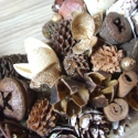 téli kopogtató vagy asztali dísz, Dekoráció, Ünnepi dekoráció, Dísz, Virágkötés, 26 cm-es szalma koszorú alapot díszítettem különféle termésekkel, fahéjjal, tobozzal ánizzsal stb. ..., Meska
