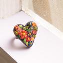 Virágos szív gyűrű, Ékszer, óra, Gyűrű, Gyurma, Ékszerkészítés, Nagyon aprólékosan kidolgozott, kis virágokkal díszített, szív alakú gyűrű. :)  Antik bronzos állít..., Meska